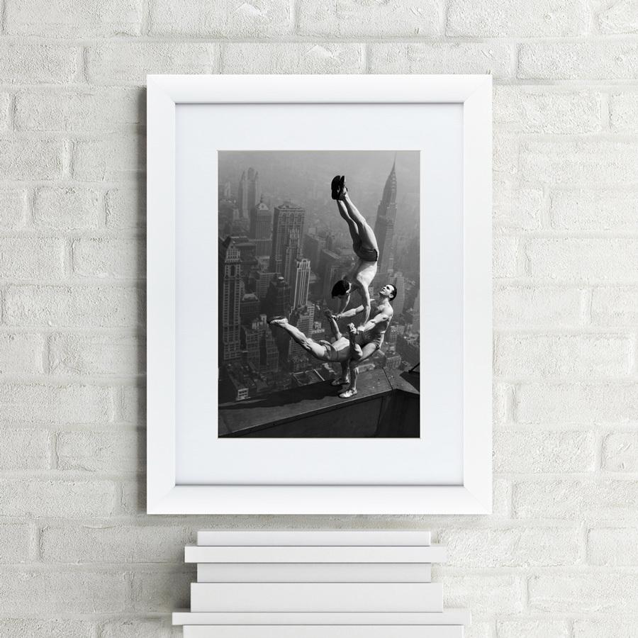 {} Картины в Квартиру Картина Акробаты Балансируют На Вершине Empire State Building (47х60 см) dimensions of state building