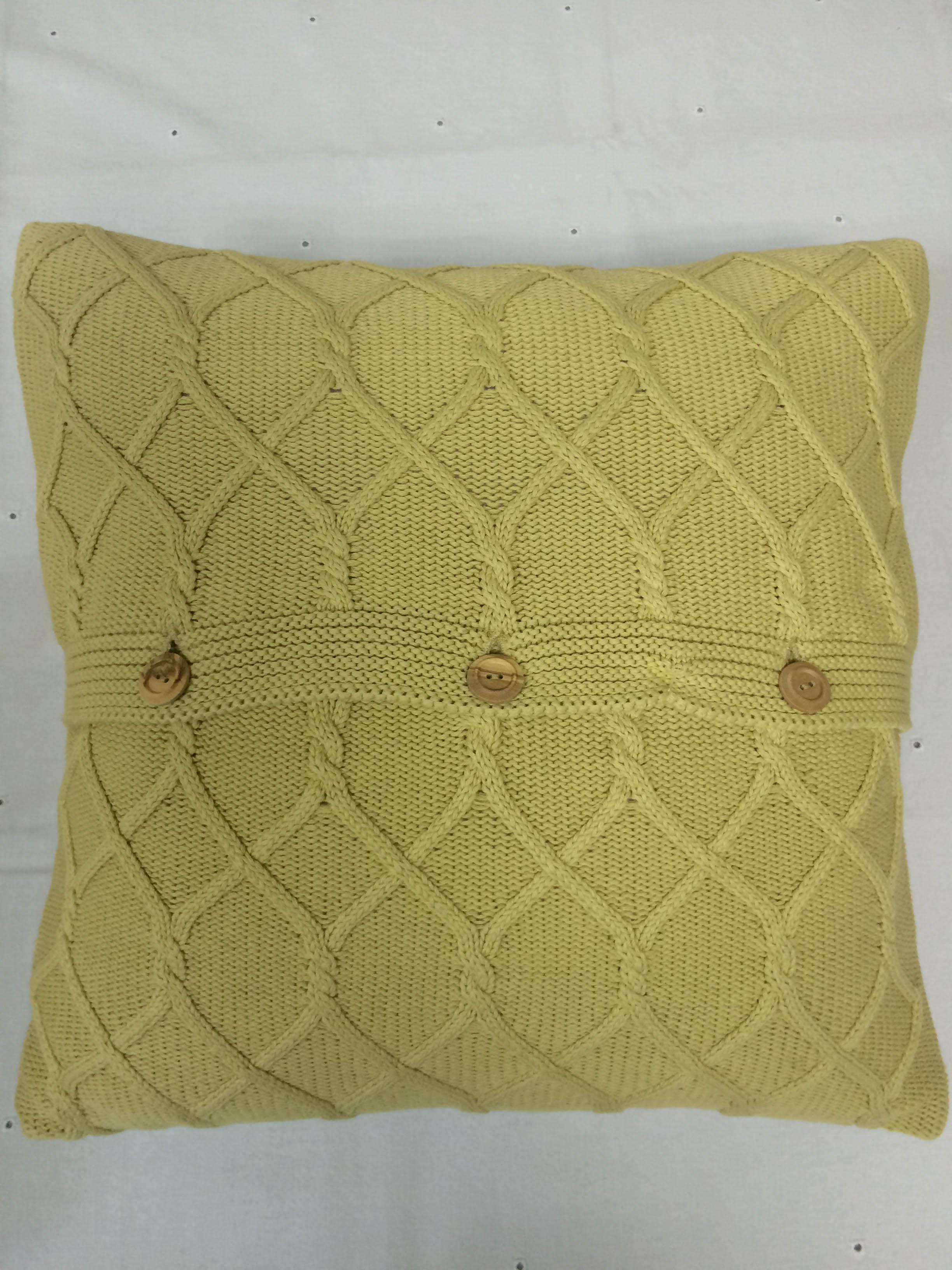 Декоративные подушки Luxberry Декоративная наволочка Lux34 Цвет: Горчичный                                                                                                 (40х40) плед luxberry imperio 10 умбра