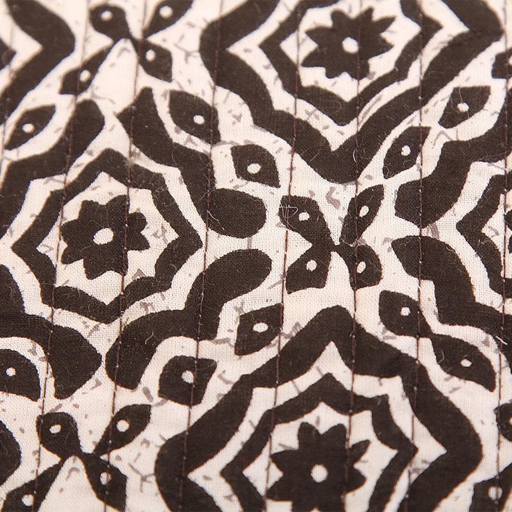 где купить Декоративные подушки Arloni Декоративная подушка Ashlynn  (40х40) по лучшей цене