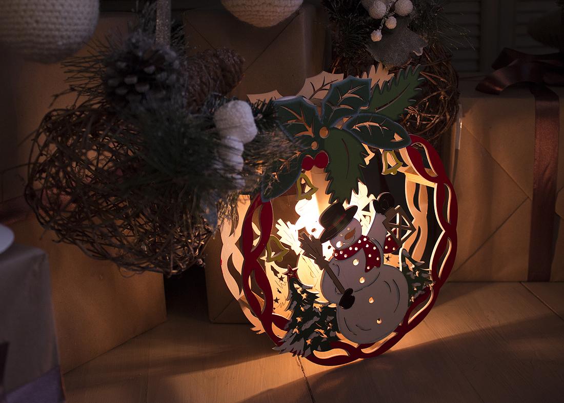 {}  Световая фигура Шар Со Снеговиком (22х28 см) световая фигура снеговички 37х45 см