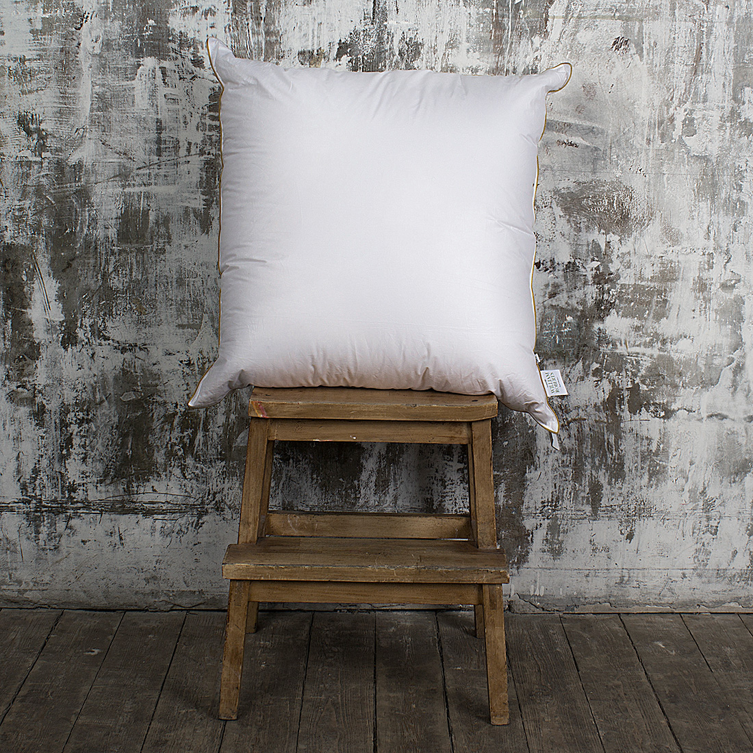 где купить Подушки William Roberts Подушка White Splendid Down Средняя (70х70) по лучшей цене