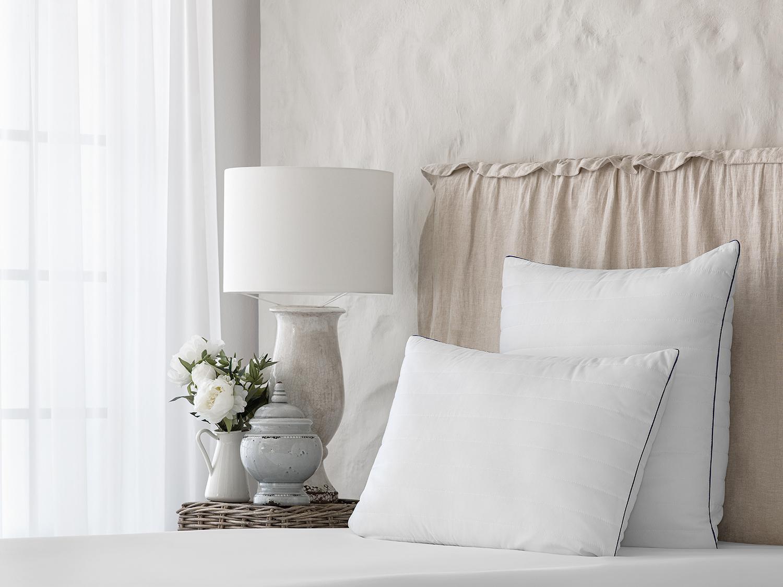 Подушка Swan princess цвет: белый (70х70)