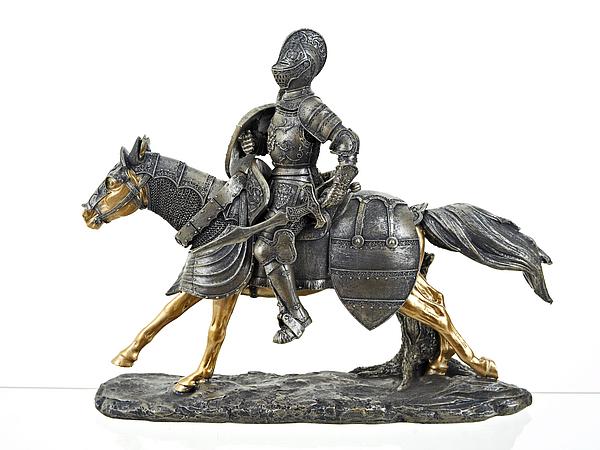 Статуэтки и фигурки ENS GROUP Статуэтка Рыцарь На коне (12х30х35 см) ens group статуэтка юная дева 9х11х31 см