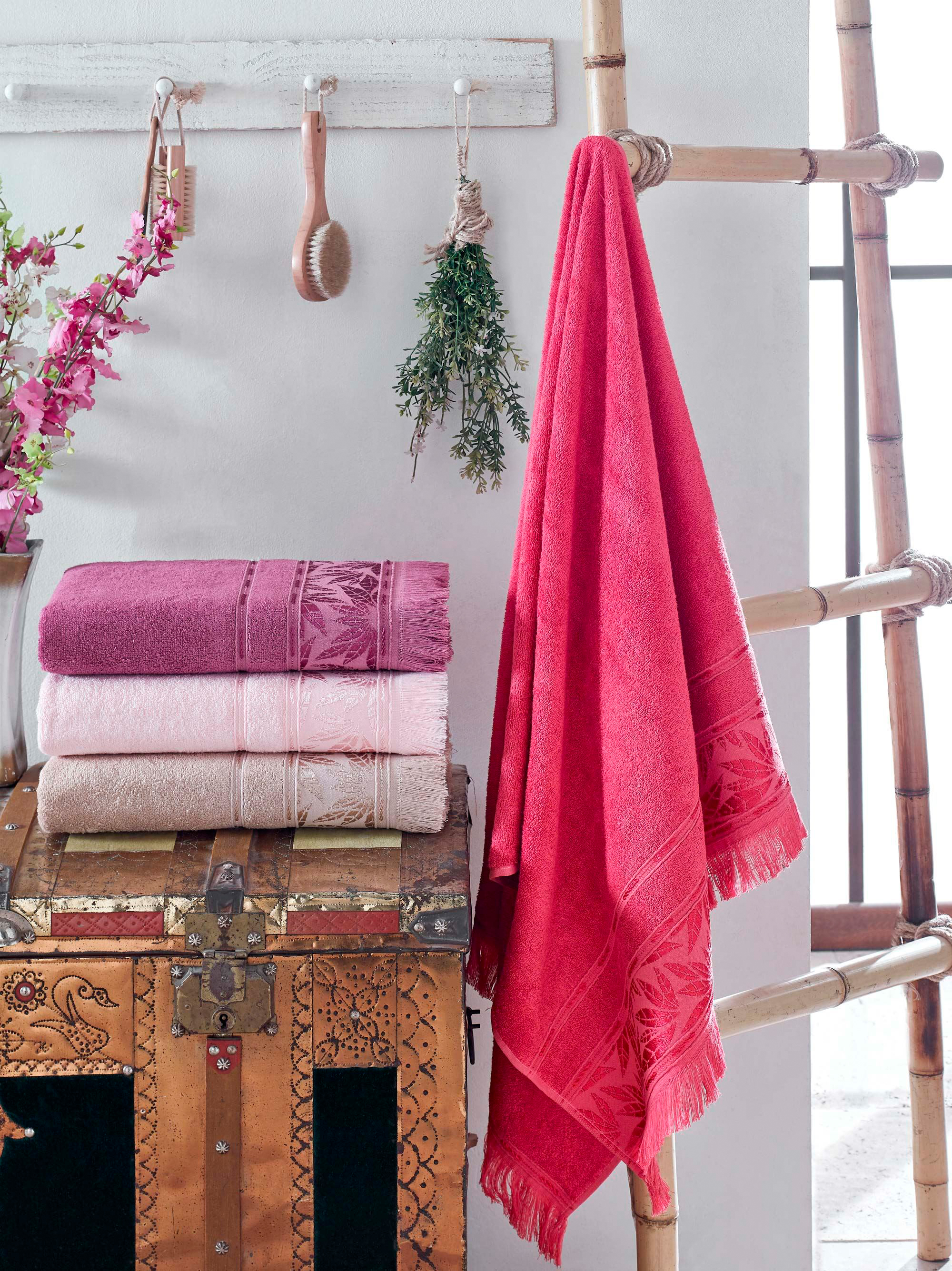 Купить Полотенца DO'n'CO, Полотенце Emily (50х90 см - 4 шт), Турция, Бордовый, Розовый, Бамбук