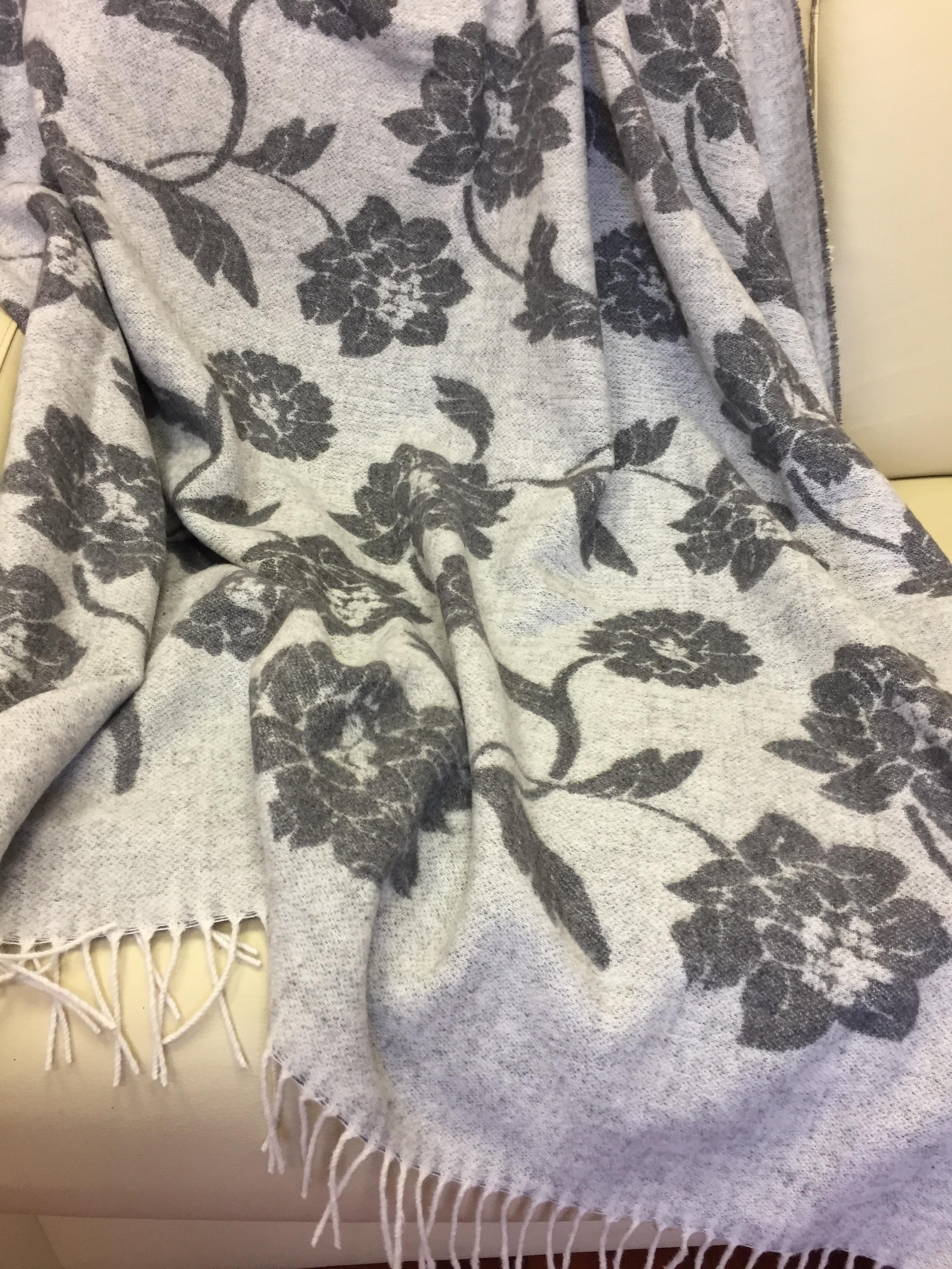 Купить Пледы и покрывала Vladi, Плед Цветы Цвет: Белый, Серый (140х200 см), Украина, Жаккард из овечьей шерсти