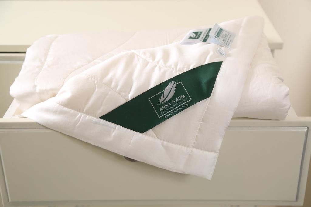 Купить Одеяла ANNA FLAUM, Одеяло Lyocell Цвет: Экрю Легкое (150х200 см), Германия, Белый, Тенсел (эвкалипт)